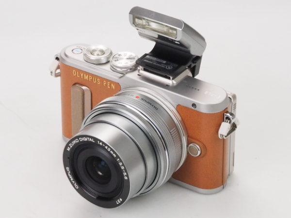 OLYMPUS E-PL8 silver/brown con 14-42mm EZ